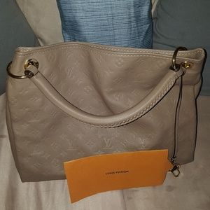 Louis Vuitton Bags - Louis Vuitton Artsy MM Empreinte